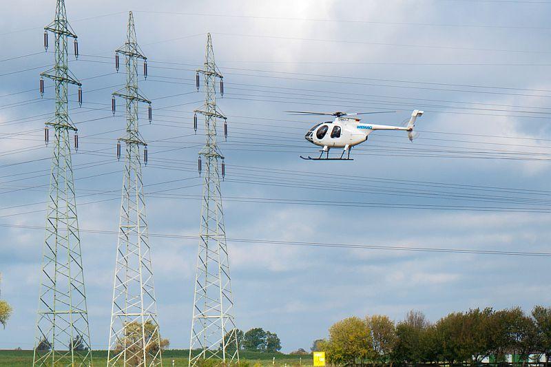 WEMAG kontrolliert Hochspannungsnetz mit Helikopter. Foto @ WEMAG